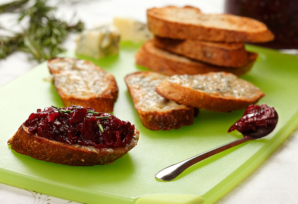 Gorgonzola Crostini with Onion Berry Compote