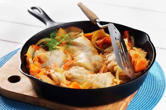 Morue avecpommes de terre, fenouil et carottes