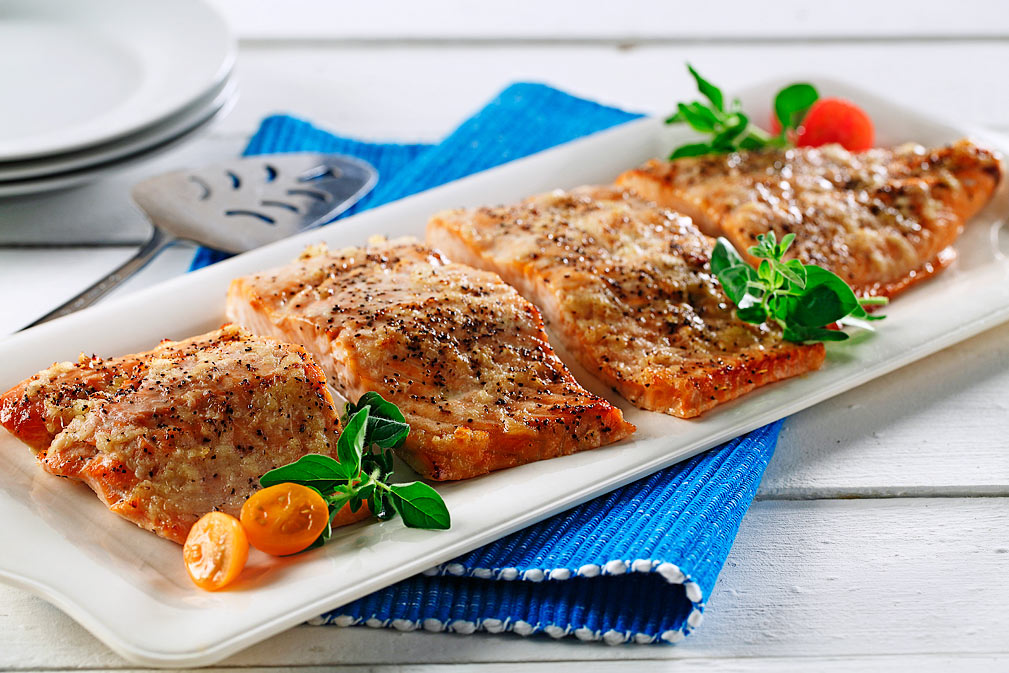 Baked Salmon, with Honey, Garlic and Ginger recipe made with canola oil by Chef Guadalupe García de León