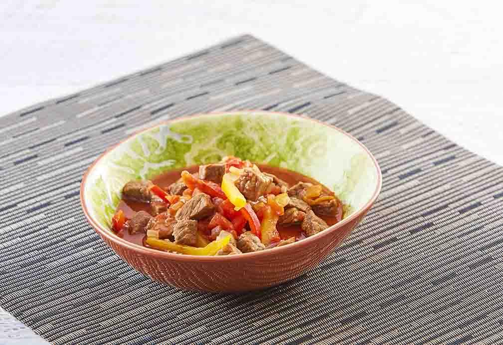 Estofado de carne de res con pimientos morrones