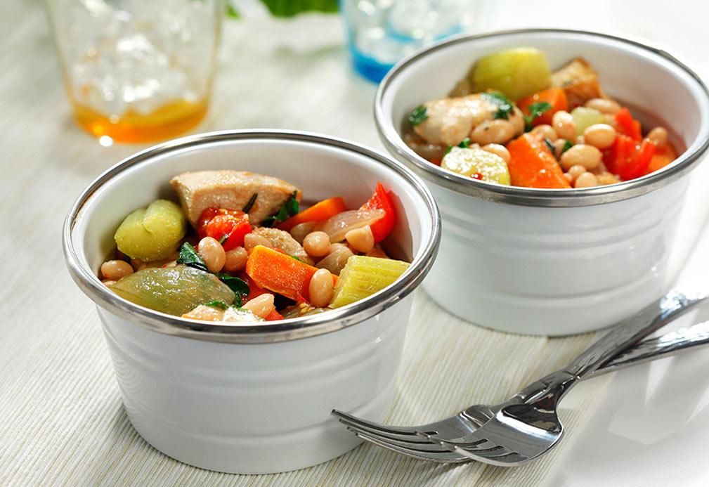 Guisado de pollo, verduras y romero