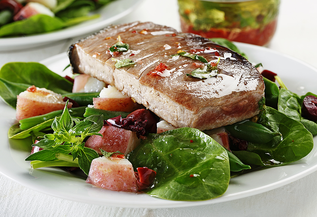 Grilled Tuna Nicoise Salad reacipe made with canola oil by the American Diabetes Association