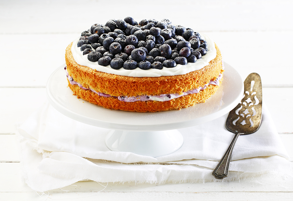 Orange Almond Sponge Cake with Blueberries recipe made with canola oil by Patricia Chuey