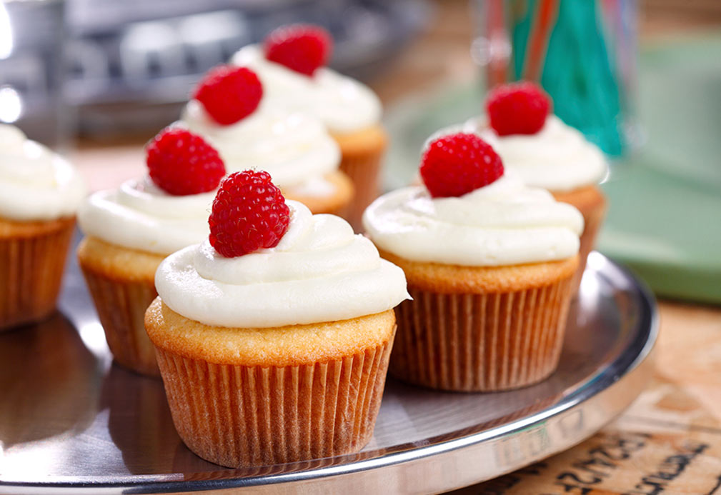 Raspberry Cream Cupcakes with Cream Cheese Frosting recipe made with canola oil by Frankie Francollo