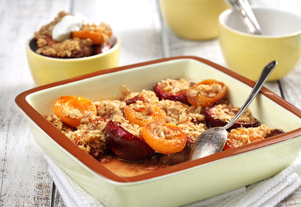 Frutas con hueso asadas con migajas de galleta