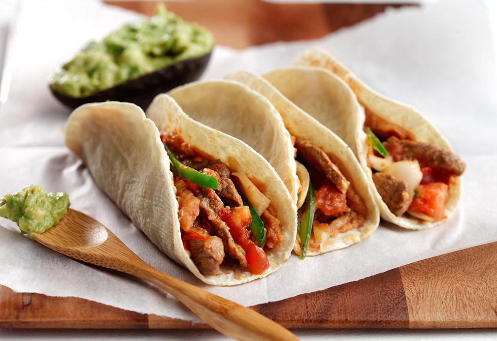 Tacos de bistec de lomo con chiles y cebolla