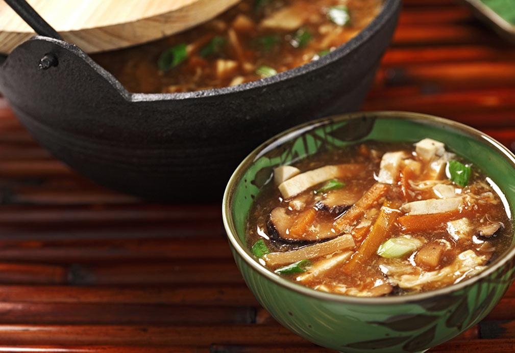 Sopa vegetariana agria y picante