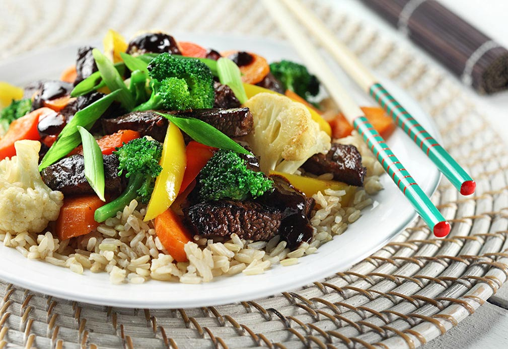 Zesty Beef Stir Fry Over Brown Rice recipe made with canola oil by Keri Glassman